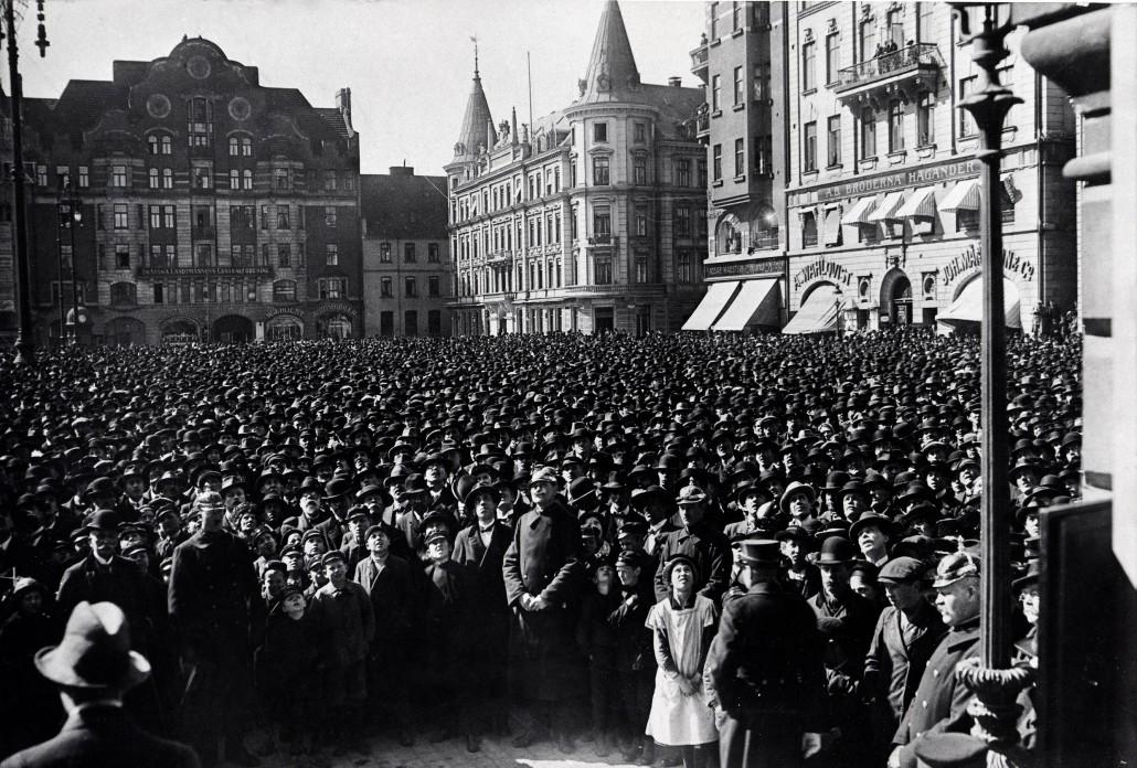 Stortorget den 25. april 1917 – dyrtidsdemonstration med 30 000 deltagare.